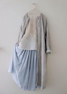 super Ideas for style hijab outfit abayas Street Hijab Fashion, Muslim Fashion, Pop Fashion, Korean Fashion, Girl Fashion, Vintage Style Dresses, Casual Dresses, Fashion Dresses, Hijab Fashion Inspiration