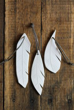 clay feather ornaments from Etsy . fresh white ceramic feathers with which to decorate your home any time of year. They are beautiful on a window or door. Ceramic Jewelry, Ceramic Beads, Ceramic Clay, Clay Jewelry, Ceramic Pottery, Clay Projects, Clay Crafts, Arts And Crafts, Paperclay