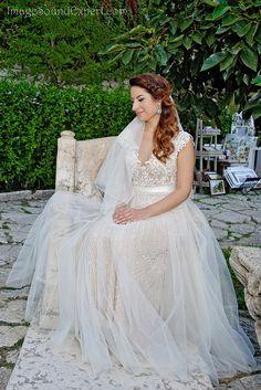 portret mireasa Girls Dresses, Flower Girl Dresses, Lace Wedding, Wedding Dresses, Flowers, Fashion, Weddings, Dresses Of Girls, Bride Dresses