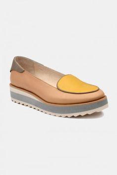Zapatos para Mujer Modelo Guava Milkshake. Los mejores amigos de todas las chicas, siempre listos para completar nuestros outfits sea invierno o sea verano; estamos hablando claro de los zapatos de mujer. Adorna tus piernas y todos tus looks con increíbles zapatos de mujer que reflejen tu estilo y acompañen tu ropa y que incluso sean el centro de atención. Encuentra los modelos más increíbles de zapatos de mujer en Fashoop visitando https://www.fashoop.com/mujer/zapatos-de-mujer.html
