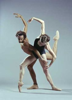 A picture that makes you want to see more. One of the premier contemporary dance companies in the world is Complexions Contemporary Ballet. ♥ Wonderful! www.thewonderfulworldofdance.com