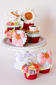 "Cupcakes ""cup of tea"""