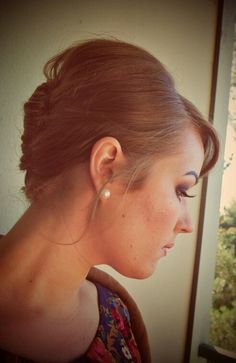 Messy beehive updo for wedding guest #beehive #60s #vintage #hair #wedding
