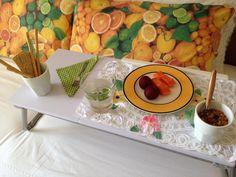 Mesa posta na cama