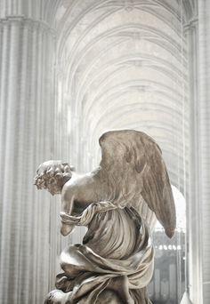 Grey Statue in White Grand Hall <3