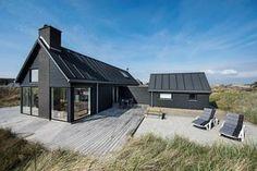 Schönes Ferienhaus mit toller Einrichtung & allem modernen Komfort. Die Terrasse bietet windgeschützte Plätze, wo du die Sonne so richtig genießen kannst.