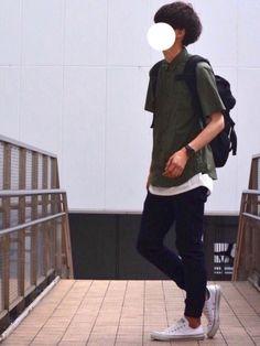 カーキシャツ×ジョガーパンツ ほど良くゆるいシンプルなコーデ