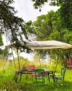 Outdoor dining: I could hang out here all day