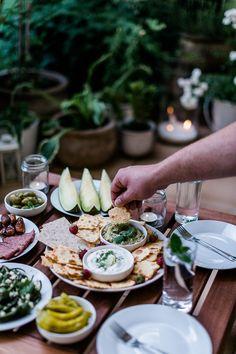 Avocado Hummus, Koriander-Limetten-Tzatziki und Pimientos de Padrón Avocado Hummus, Tzatziki, Food Inspiration, Healthy Lifestyle, Grilling, Bbq, Snacks, Vegetables, Curiosity