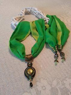 Halskette Schal mit Medaillon aus Authentischen von BeadStArt