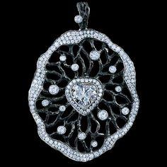 1 heart diamond 1,06 ct (F/VS1)  135 diamonds 1,85-1,90 ct  18K white gold 12,9-13,9 g