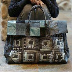 Anna Bag No.1 leather & cotton patchwork bag Big!! Big!! Big!! Big bag  #퀼트앤돌디자인  #애나스튜디오 #가방디자인 #애나백 #애나삭 #애나돌 #작품판매 #퀼트패키지  #퀼트워크샵  #퀼트클래스  #퀼트  #패치워크  #퀼트가방  #빅백  #데님  #데님가방 #로그캐빈 #quiltndolldesign  #annastudio  #workroom  #patchwork #quilt #quilting  #annabag #annasack #logcabinquilt #handmadebag #handwork #leather  #leatherpatchworkbag