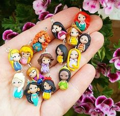 Qual sua princesa favorita comenta aqui em baixo pra eu saber?? 😍😻(JASMINE É A MINHA! :) Kawaii Disney, Disney Diy, Disney Girls, Disney Pixar, Polymer Clay Disney, Polymer Clay Crafts, Pinturas Disney, Disney Princess Pictures, Cute Disney Wallpaper