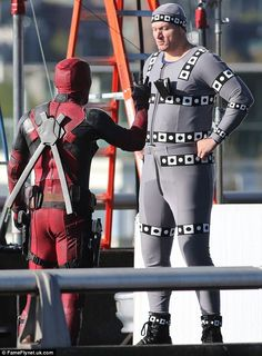 Ryan Reynolds watches stunt double on set after hit-and-run accident Desenhos Clash Royale, Deadpool Movie 2016, Deadpool Costume, Stunt Doubles, Masked Man, Ryan Reynolds, Movie Costumes, Marvel Memes, Trends
