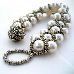 DIY Burlesque Bracelet - made it in different colors, beautiful