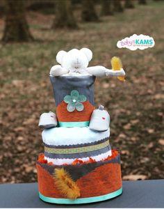 Gateau de couches gris et orange en idée cadeau original pour la naissance de bébé, une baby shower, un baptême, premier anniversaire de bébé ou pour le plaisir d'offrir.