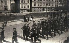 İşgal günlerinde İngiliz askerler Şişhane'de.