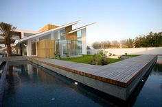 Architecture, Outdoor Pool Deck And Patio Modern House Design With Sloping Roof Wooden Flooring Tile And Small Garden Ideas With Plants: The. Architecture Romane, Architecture Baroque, Modern Architecture House, Modern House Design, Architecture Design, Design Exterior, Roof Design, Deck Design, Wooden Decks