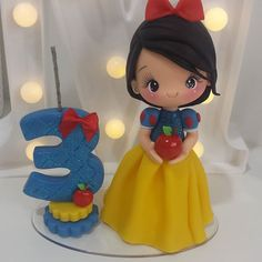 Porcelain And China Marks Disney Princess Snow White, Disney Princess Party, Fondant Figures, Clay Figures, Clay Dolls, Felt Dolls, Spy Cake, Cake Eater, Snow White Birthday