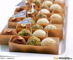 Ořechovo-datlové kuličky s vločkami (raw) Raw Food Recipes, Sweet Recipes, Healthy Recipes, Grain Free, Dairy Free, Gluten Free, Raw Balls, Diet Inspiration, Vegan Christmas
