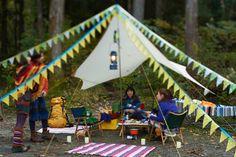 キャンプデコの定番・フラッグガーランド。明るい色でテンションアップ!