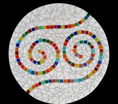 Keeping ir simple.but beautiful Tile Crafts, Mosaic Crafts, Mosaic Projects, Mosaic Tray, Mosaic Glass, Mosaic Tiles, Mosaic Garden Art, Mosaic Flower Pots, Free Mosaic Patterns