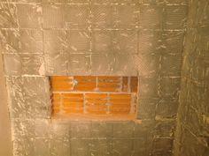 Essa e a Parte 1 de como se fazer um nicho dentro do box do seu banheiro.   O pedreiro/mestre de obras ja tinha retirado todo o revestimento...