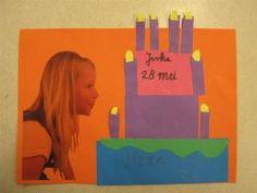 Foto van blazend kind, naast de taart: Kaarsen uitblazen Projects For Kids, Art Projects, Crafts For Kids, Diy Crafts, School Birthday, Happy Birthday, Birthday Calender, Photos Originales, Drawing Lessons