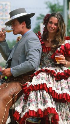 Spanish Dress, Spanish Style, Spanish Fashion, Spanish Festivals, Outfits For Spain, Spanish Woman, Spanish Culture, Flamenco Dancers, Photos Voyages