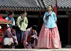 승은 상궁이된 동이♡♡Dong Yi(Hangul:동이;hanja:同伊) is a 2010 South Korean historical television drama series, starringHan Hyo-joo,Ji Jin-hee,Lee So-yeonandBae Soo-bin.About the love story betweenKing SukjongandChoi Suk-bin, it aired onMBCfrom 22 March to 12 October 2010 on Mondays and Tuesdays at 21:55 for 60 episodes.