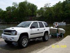 Looks nice Lifted Chevy Trucks, Pickup Trucks, Gmc Envoy, Chevy Girl, Chevrolet Trailblazer, Mole, Man Cave, Mustang, Paint