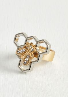 This honeycomb ring is so precious, it's all your pals will want to talk about - we guarantee it! Upon hearing words like 'incredibly unique' and 'bee-utiful', you know that all the buzz is about the golden, rhinestone-detailed bee atop the silvery pendant of this sweet statement piece.