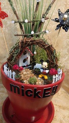 Mickey Mouse fairy garden made for my grandma Miniature fairy gardens, Fairy garden accents, Fairy g Disney Home Decor, Disney Diy, Disney Crafts, Mickey Mouse House, Disney Garden, Ideas Dormitorios, Clay Pot Crafts, Twig Crafts, Diy Clay
