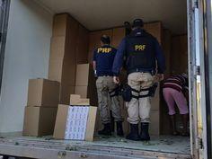 Carga de cigarro é achada escondida em caminhão de hortaliças em Oliveira