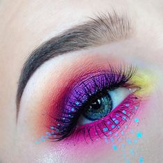 ✨ Shadows used are @makeupgeekcosmetics Masquerade, Pixie Dust, Poppy, and Bitten, and a hot pink shadow from the @crownbrush 35S palette ✨ Waterline is @colourpopcosmetics Heart On Lippie Pencil ✨ Dots were created with @anastasiabeverlyhills Ice Blue Waterproof Creme Color ✨ Lashes are @shopvioletvoss Eye Do ✨ Brows are @nyxcosmetics Tame n' Frame in Blonde and @anastasiabeverlyhills Dark Brown Dipbrow #makeupgeek #crownbrush #colourpopcosmetics #anastasiabeverlyhills #violetvoss #nyxcosme