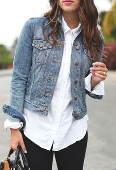 mode Put on your classic denim jacket with a white bu… - Although there ar How To Wear Denim Jacket, Jean Jacket Outfits, Denim Jacket Fashion, How To Wear Leggings, Jacket Style, Jackets Fashion, Leggings Store, Printed Leggings, Denim Jacket Outfit Winter