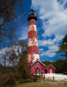 ✮ Assateague Lighthouse - Virginia http://www.stopsleepgo.com/vacation-rentals/virginia/united-states