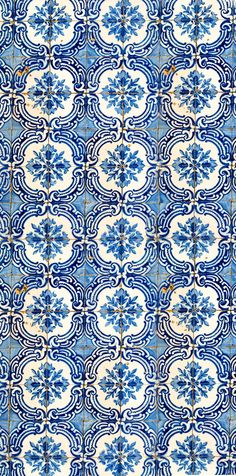 Tiles in white and blue