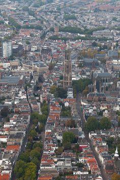 Utrecht centrum Domtoren vanaf de Oudegracht