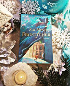 Die Schneekönigin ist die absolute Herrscherin über ihr eisiges Reich. ⛄Doch eines Tages macht sich eine junge Magierin auf den Weg ihr einen Zapfen ihres Eisherzen zu stehlen. ❄❤ Bald darauf entbrennt im frostigen St. Petersburg ein Zaubererduell ... ❄  Ich habe das Buch vor vielen Jahren gelesen, aber ich erinnere mich genau, dass ich es gut fand.📘 Habt ihr euch als Kind auch so sehr vor der Schneekönigin gegruselt?😱  #Märchen #Winter