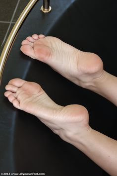 Feet Soles, Women's Feet, Gorgeous Feet, Beautiful, Summer Feet, Foot Toe, Female Feet, I Love Girls, Sexy Feet
