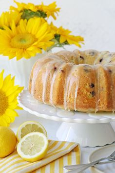 This Lemon Blueberry Bundt Cake recipe is moist, flavorful and delicious! Moist lemon cake is studded with fresh (or frozen) blueberries and topped with a fresh lemon glaze. Blueberry Bundt Cake Recipes, Lemon Blueberry Pound Cake, Lemon Bundt Cake, Bundt Cakes, Almond Wedding Cakes, Citrus Cake, Savarin, Sweet Recipes, Vegan Recipes