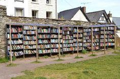 Вдохновленные британским городом книг, жители индийского штата Махараштра решили открыть нечто подобное у себя на родине. Для Индии, где большинство жителей не умеет писать и читать — это проект...
