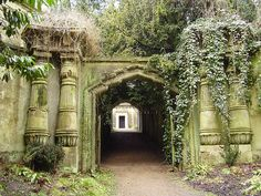 Funerary architecture, Highgate Cemetery really beautiful cemetery.. i wanna visit one day