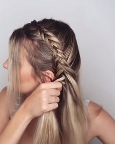 New Photographs Glamorous Dutch Braid Video Tutorial! Tips Glamorous Dutch Braid Video Tutorial! Very Short Hair, Braids For Long Hair, Hair Upstyles, Blonde Hair With Highlights, Box Braids Hairstyles, Hairstyles Videos, Braided Hairstyles For School, Simple Hairstyles, Updo Hairstyle