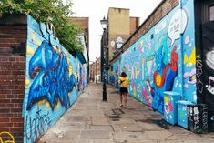 Culture Trip We round up ten of the best places to find works of street art in East London's trendsetting Shoreditch. Seen Graffiti, Graffiti Art, Covent Garden, Tube Train, Red Shutters, Feminine Face, Australian Painters, French Street, England