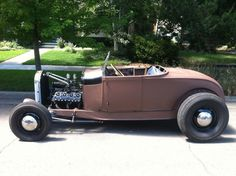 Ford : Model A Roadster Fancy Cars, Cool Cars, Classic Hot Rod, Classic Cars, Car Man Cave, Ford Roadster, Ford Shelby, Car Prices, Hot Rides