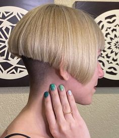 Very Short Bob Hairstyles, Stacked Bob Hairstyles, Blonde Dye, Blonde Updo, Half Shaved Hair, Shaved Nape, New Hair Do, Cut My Hair, Short Bob Styles