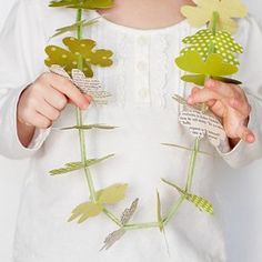 A Clover Leaf Lei is a fun way to dress up in green and make kids' St. These thrilling spring crafts for kids look great, and kids jewelry making can be fun with St. Patricks day crafts for kids. St Patricks Day Crafts For Kids, St Patrick's Day Crafts, Craft Day, Crafts To Do, Holiday Crafts, Holiday Fun, Arts And Crafts, Daycare Crafts, March Crafts