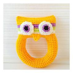 gratis mönster uggleskallra virkad Mobiles, Baby Barn, Fair Isle Knitting, Crochet For Kids, Baby Toys, Crochet Earrings, Crochet Hats, Beanie, Sewing